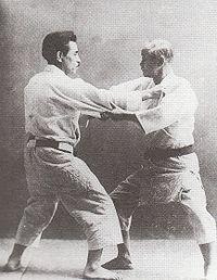 Jigoro Kano (a destra) e Kyuzo Mifune (a sinistra)